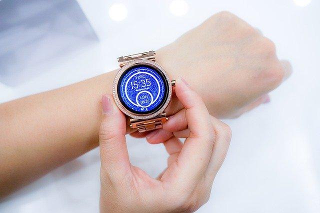 Smartwatch dla kobiety