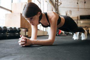 mięśnie brzucha trening