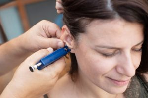 przekłucie uszu
