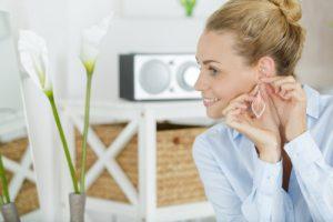 przekłuwanie uszu boli