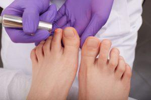 pielęgnować stopy