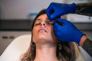 przekłuwanie nosa